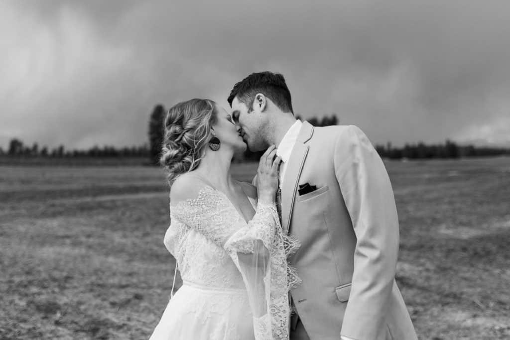 the farmhouse on greenbluff wedding photography